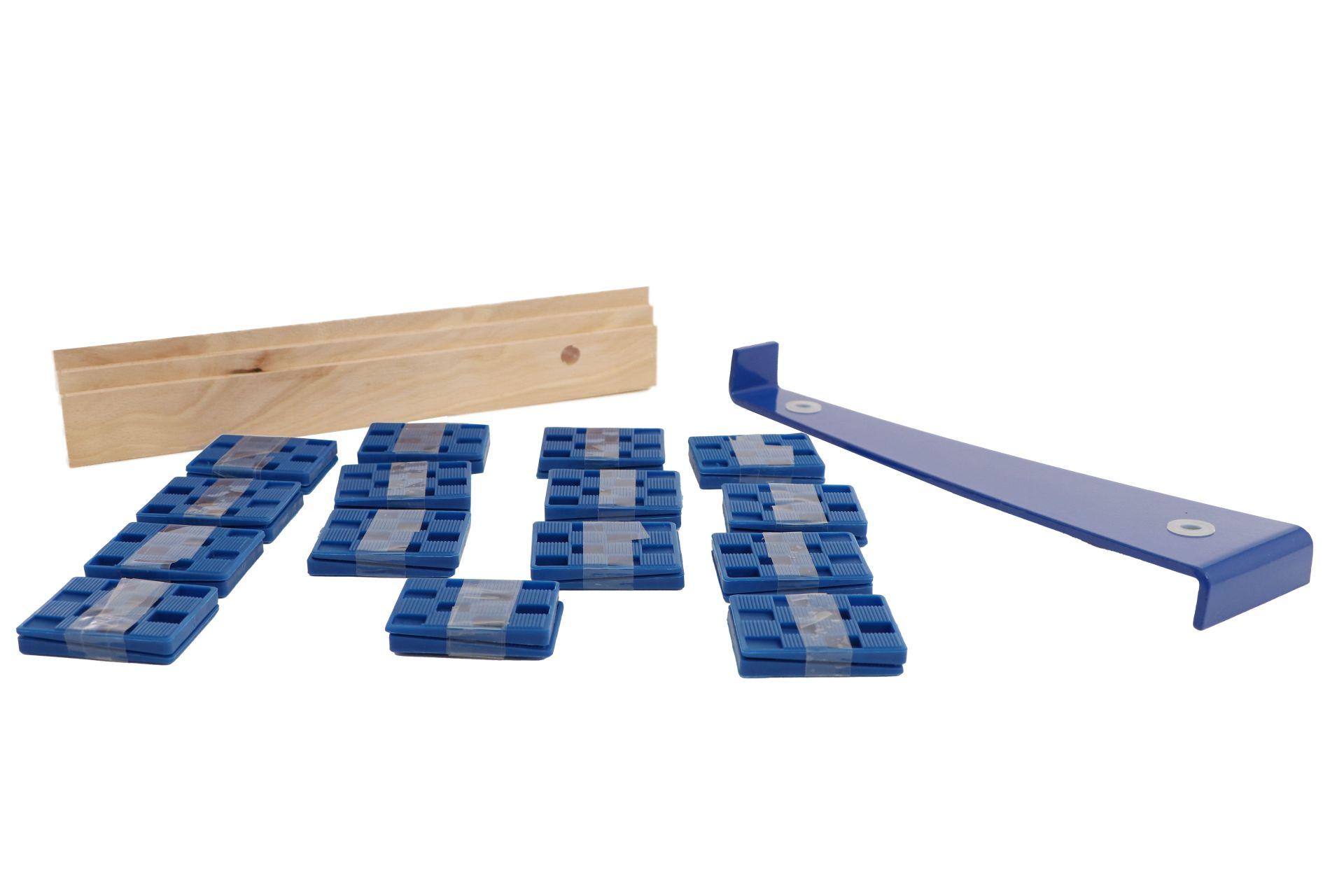 TRIUSO Verlegeset 32-teilig, 30 Montagekeile, Schlagholz und Zugeisen